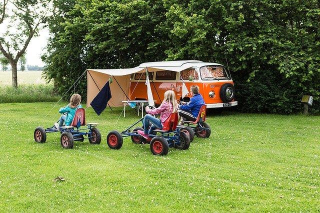 キャンプ場の子どもの遊び